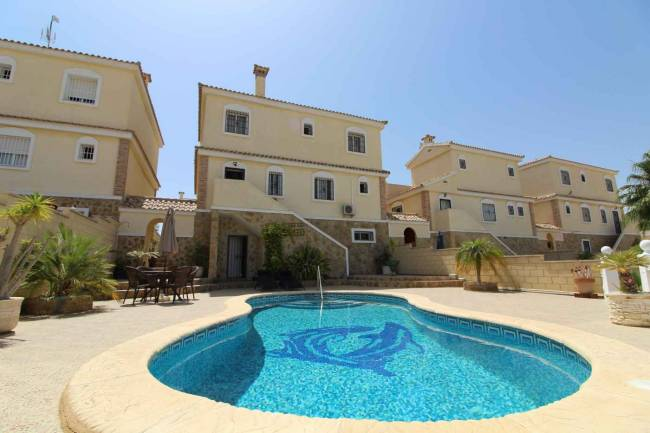 5 Bedroom 3 Bathroom Detached Villa