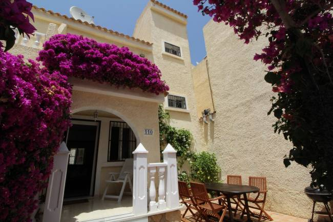 Beautiful and sunny family townhouse with 2 bedrooms and 2 bathrooms
