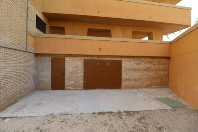 Garage opportunity in Los Arenales del Sol