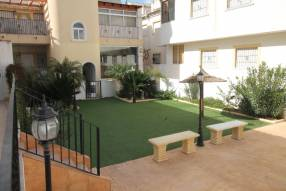 Lovely Two Bed Top Floor Apartment with Private Solarium and Terrace (3)