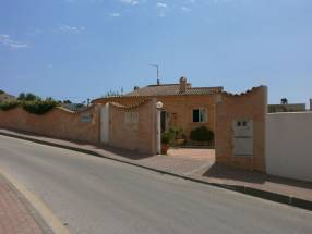 A 3 Bedroom 2 Bathroom Detached Villa in La Escuera (13)