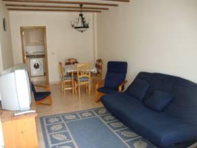 2 Bed First Floor Apartment with Solarium (5)