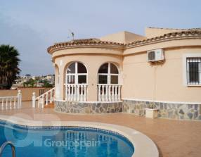 Villa with Pool (0)