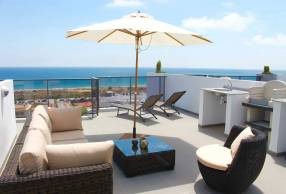 Luxury Beach Side Penthouse (14)