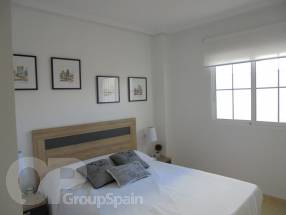 A brand new 2 bedroom 1 bathroom apartment by the beach (6)