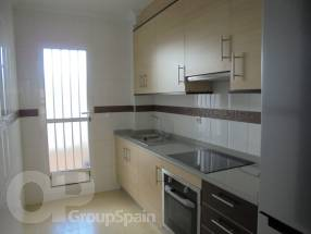 A brand new 2 bedroom 1 bathroom apartment by the beach (4)