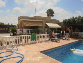 3 Bedroom Detached Property with private pool (20)