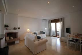 Comfortable & Stylish 2 Bedroom Apartment (1)