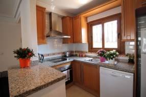 Comfortable & Stylish 2 Bedroom Apartment (4)