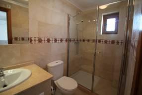 Comfortable & Stylish 2 Bedroom Apartment (9)