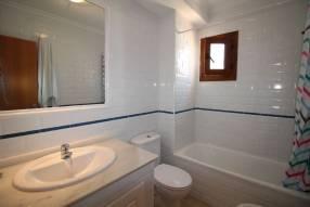 Comfortable & Stylish 2 Bedroom Apartment (10)