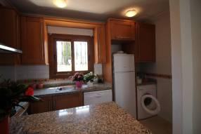Comfortable & Stylish 2 Bedroom Apartment (5)