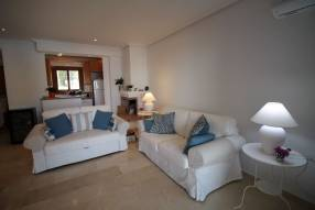 Comfortable & Stylish 2 Bedroom Apartment (2)