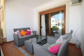 Comfortable & Stylish 2 Bedroom Apartment (12)