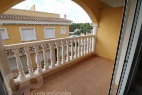 Two Bedroom Townhouse with Garage (7)
