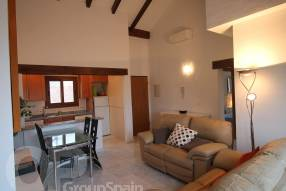 Top Floor Apartment with Golf Course Views (4)