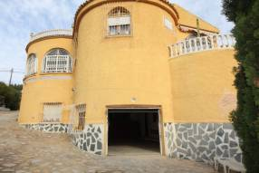 5 Bedroom 2 Bathroom Detached Villa (14)