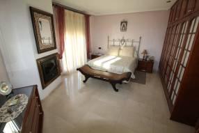 5 Bedroom 2 Bathroom Villa (17)