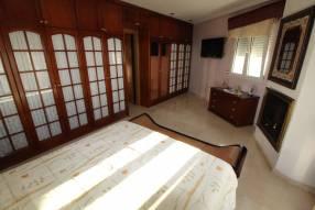 5 Bedroom 2 Bathroom Villa (18)