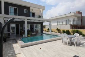 Modern 3 bedroom 2 bathroom house with private pool (1)