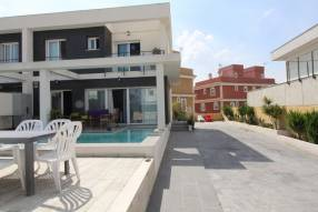 Modern 3 bedroom 2 bathroom house with private pool (12)