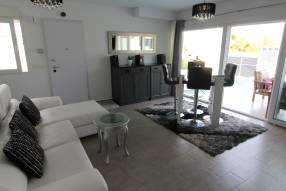 Modern 3 bedroom 2 bathroom house with private pool (3)
