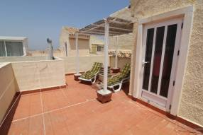 Beautiful and sunny family townhouse with 2 bedrooms and 2 bathrooms (13)