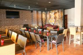 Restaurant/Bar to Lease (2)