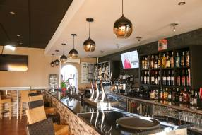 Restaurant/Bar to Lease (1)