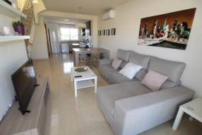 A furnished apartment with community pool (5)