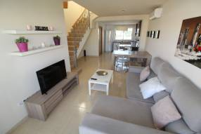 A furnished apartment with community pool (4)