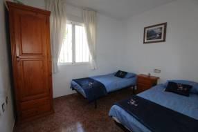 A 3 bedroom 1 bathroom apartment  (14)