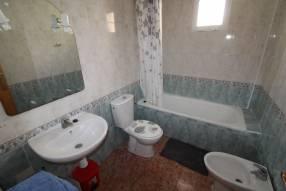 A 3 bedroom 1 bathroom apartment  (15)