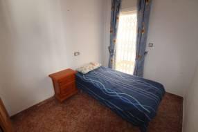 A 3 bedroom 1 bathroom apartment  (12)
