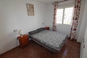 A 3 bedroom 1 bathroom apartment  (11)
