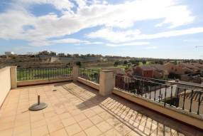 TOP FLOOR APARTMENT WITH GOLF VIEWS (13)