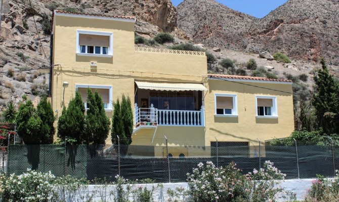 South facing detached villa with 4 bedrooms, private pool and amazing views