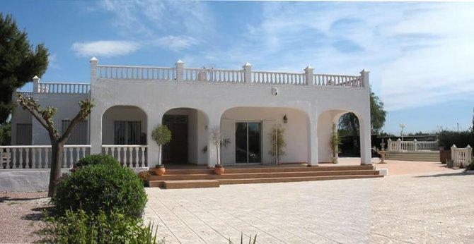 Stunning spacious south facing villa with pool