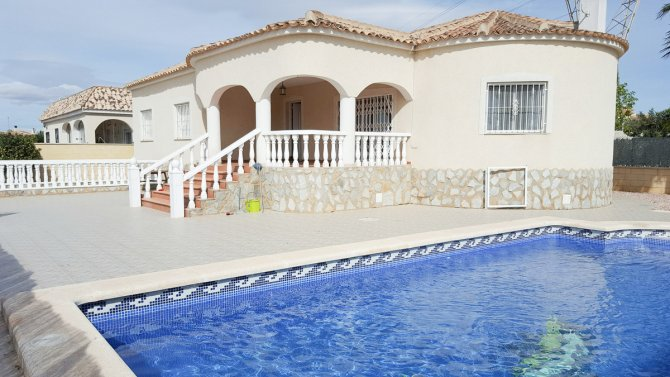 Delightful, south facing villa with private pool