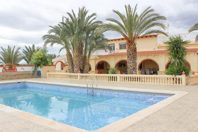 Stunning 4 bed detached finca with large private pool and separate apartment
