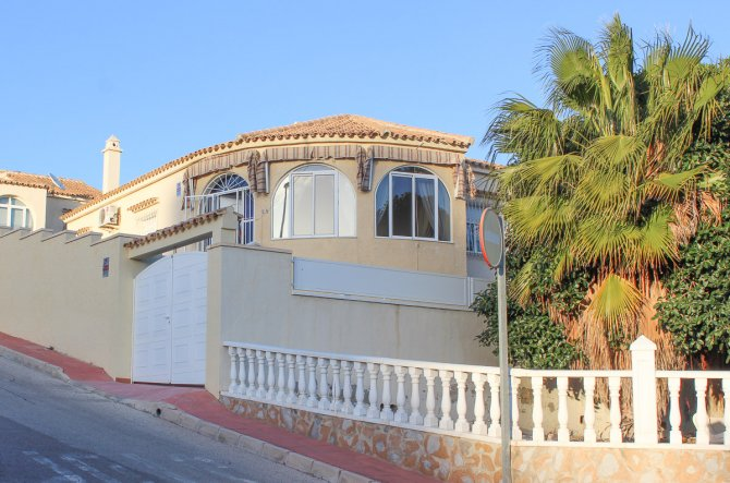 Excellent South West Facing Villa In El Presidente