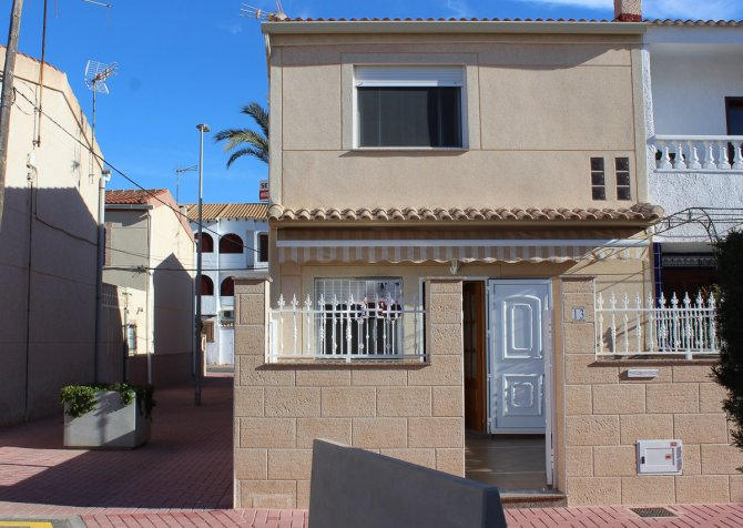 Beautifully presented townhouse very easy walking distance to the beach