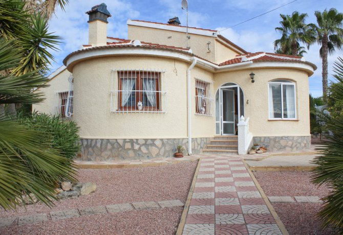 Rare opportunity to purchase a detached villa very close to the Norwegian school.