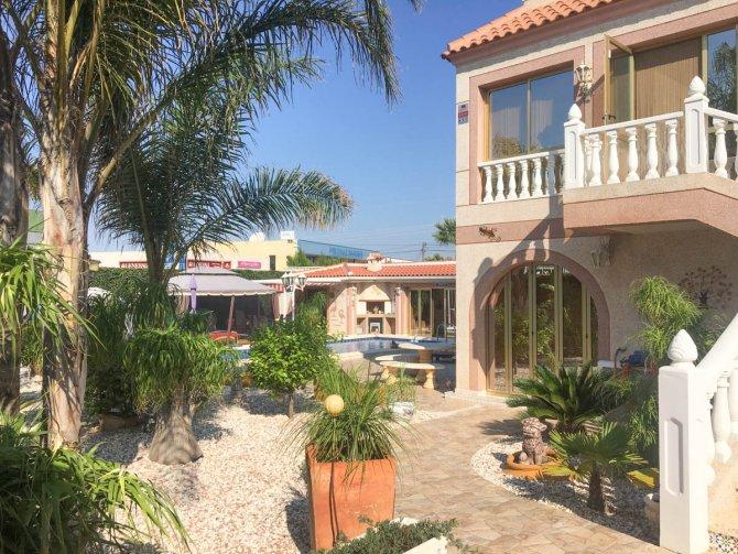 Stunning villa within easy walking distance of Quesada high street