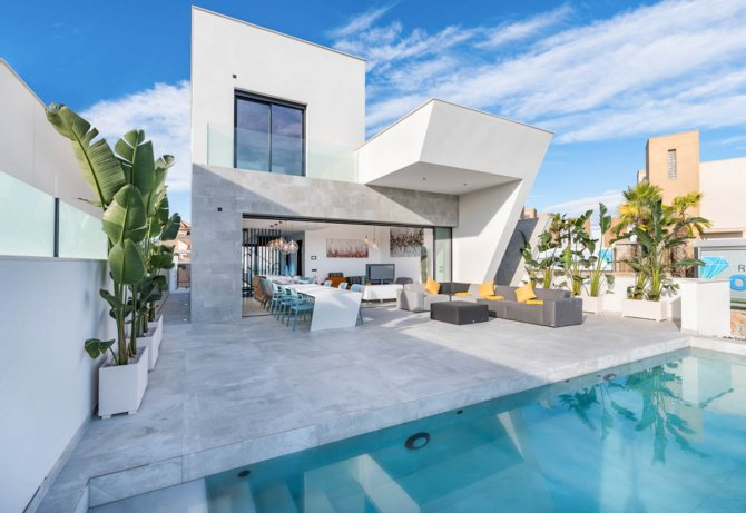 Unique luxury 3 bed villas, with infinity pool and seaviews