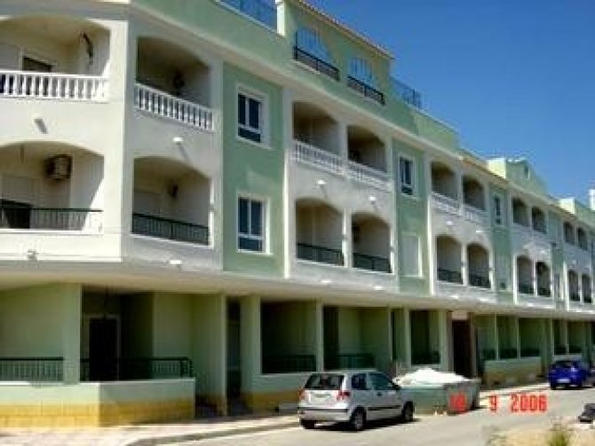 2 bed apartments with pool and communal areas on the top level