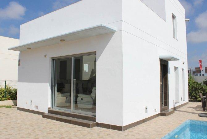 Impressive, modern villa with private pool in good location