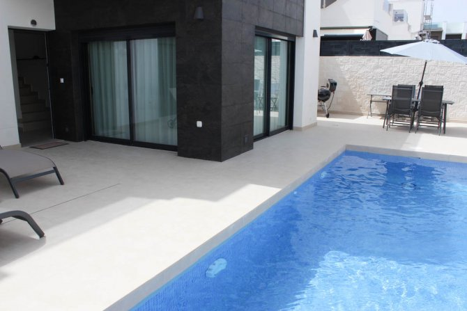 LONG TERM RENTAL (Min 6 months) - Immaculate villa, private pool, close to facilities