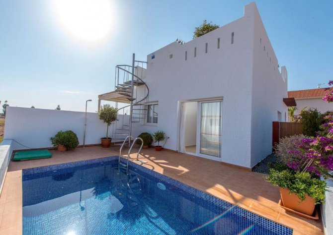 New build semi-detached Villas 1km from the beach