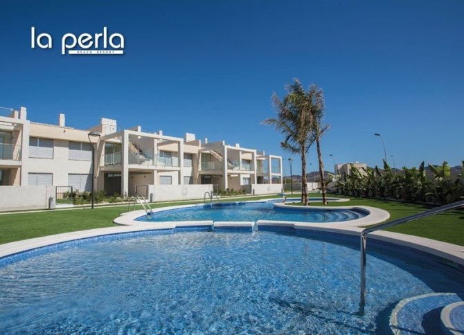 3 bed semi-detached villas with communal pool, Spa and beach club on the Mar Menor seafront.